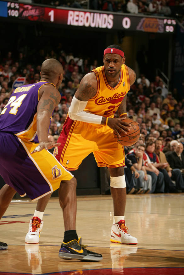 on-court-kobe-bryant-vs-lebron-james-8